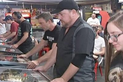 Father and daughter battle at National Pinball Championship | Newshub